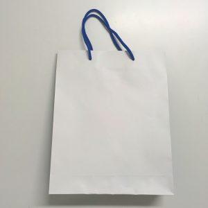 紙袋分解中の写真です(1)