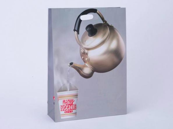 日清食品が発売した「お湯入れとる紙袋」が話題になってます。